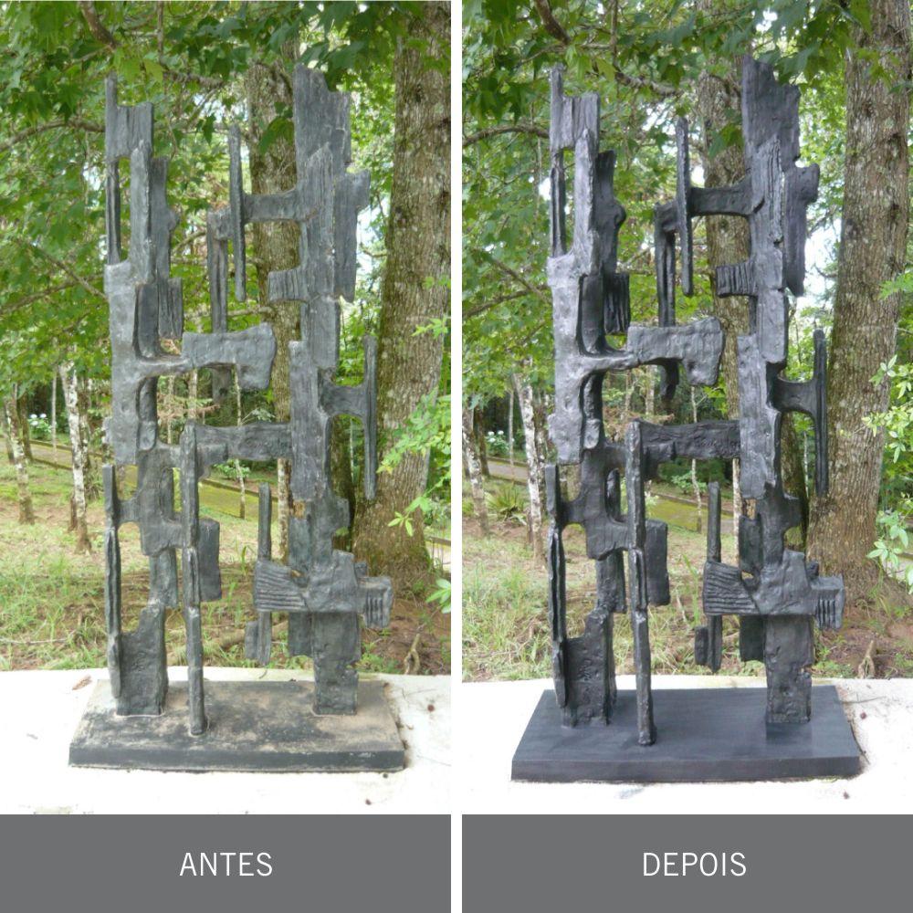 Ante e depois da restauração da escultura pertencente a fase cruzes, feita em bronze, de Felícia Leirner