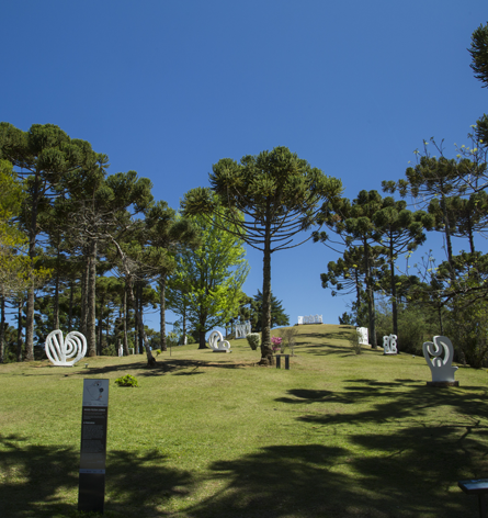 Jardim de esculturas do Museu Felícia Leirner