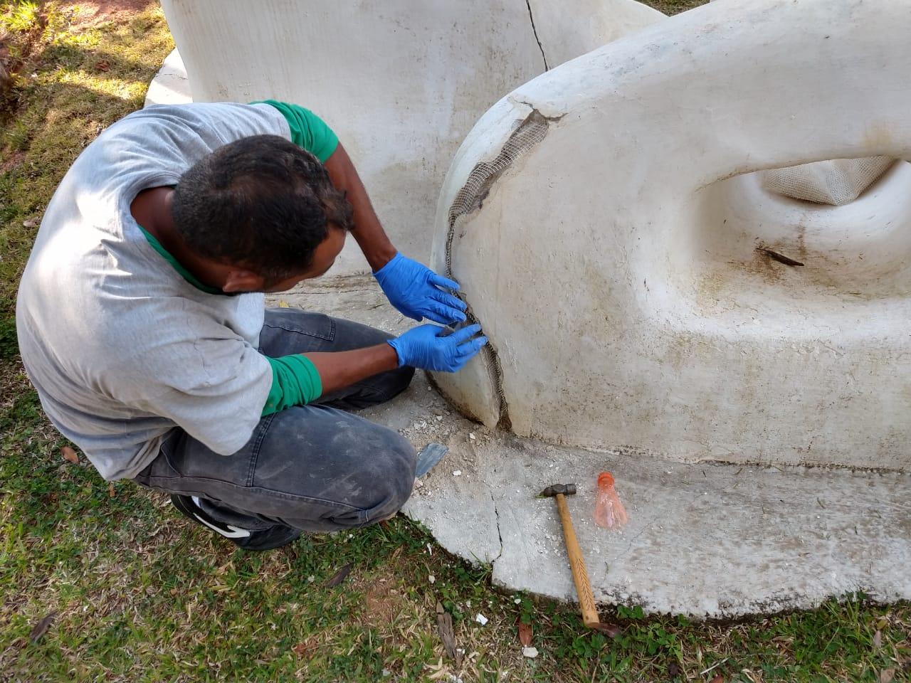 Restauro da escultura Bichos